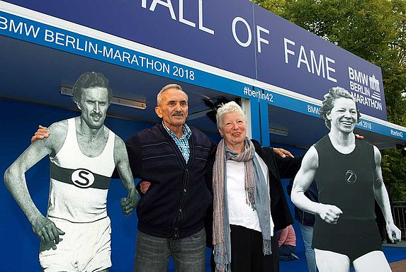 The Hall of Fame at the BMW BERLIN MARATHON Inlineskating next to the Brandenburg Gate
